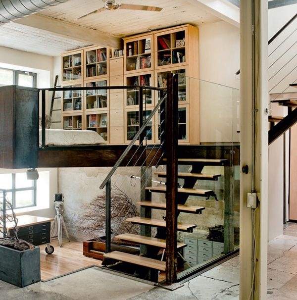 This industrial style warehouse conversion is the home-studio of an artist, offering lots of refreshing ideas and natural light, sited in Montreal, Quebec.