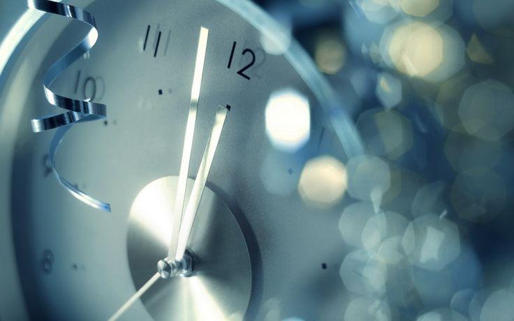 Планируя новогодний вечер, вы можете не только воспользоваться нашими советами в статье «Новогодняя вечеринка», но и подобрать веселые новогодние игры и конкурсы для молодежи и взрослых.