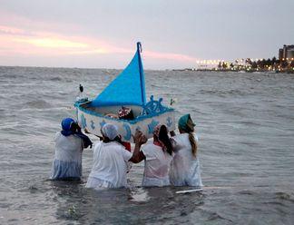 Oggi è la festa della Dea del Mare #Iemanja  a #Montevideo. Scopri il particolarissimo rito religioso in #Uruguay