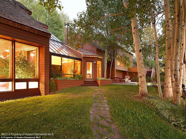 Home comfort: According to the listing:, the 'main house (6 bedrooms) and the guest house ... John Denver home