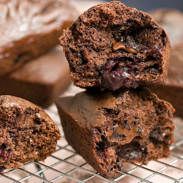 cherry chocolate chunk mini loaves via PPK... applesauce + nut butter!