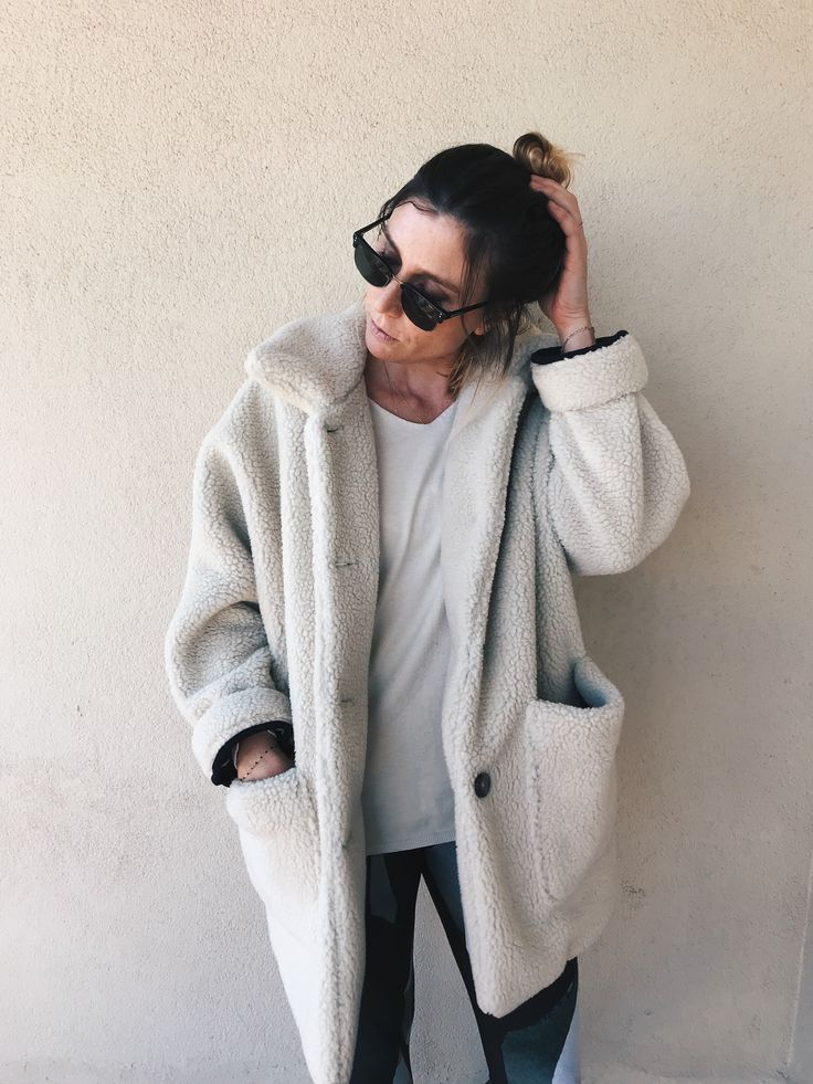 Comfy outfit by Morgane : American Vintage coat + Oysho leggin <3 #teampotoroze Streetstyle, casual outfit, autumn outfit, fall look, winter outfit, winter look, how to dress in winter, estilo casual, idée de tenue, ideas de looks, looks de otoño, tenues d'automne, tenues d'hiver, looks de invierno, fall winter trend 2017 2018, tendencias otoño invierno 2017 2018, tendance automne hiver 2017 2018