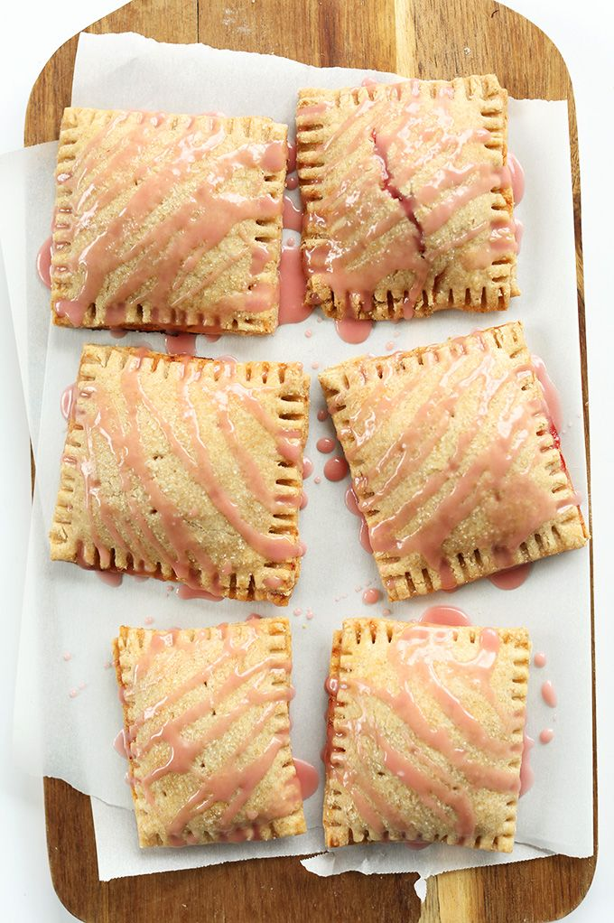 Strawberry Rhubarb Pop Tarts! Flaky, perfectly sweet and loaded with fruit. 7 ingredients, whole grain and #vegan!Tarts Vegan, Poptarts, Strawberries Rhubarb, Vegan Strawberries, Food, Pop Tarts, Bakers Recipe, Homemade Strawberries, Rhubarb Pop