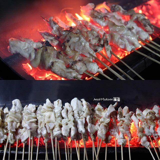 Sate taichan  Salah satu sate yang bisa jual ribuan tusuk per jam  Siap siap buat antri yang mau nyobain ———— Location : Jl. asia afrika, senayan - Jakarta ———— #Anakmakann #SateTaichan