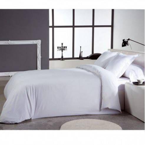 """Funda Nórdica elegante en color blanco confeccionada con 300 hilos y materiales de gran calidad. La ropa de cama en color blanco aporta amplitud y calidez, además es fácil de combinar en la decoración del hogar. Esta funda nórdica pertenece a la colección """"Niruel"""""""