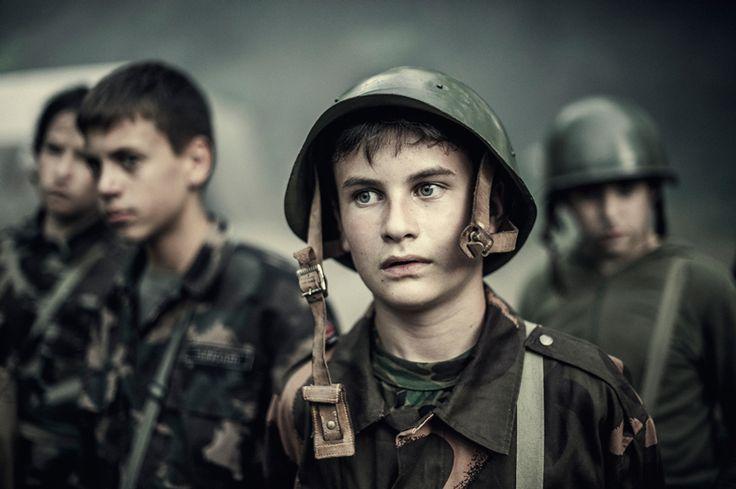 Oriol Segon Torra Ragazzi nel campo militare estivo di Mogyoród, in Ungheria, dalla serie Young patriots.