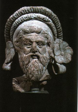 Testa di terracotta di Dioniso barbuto cinto da una tenia