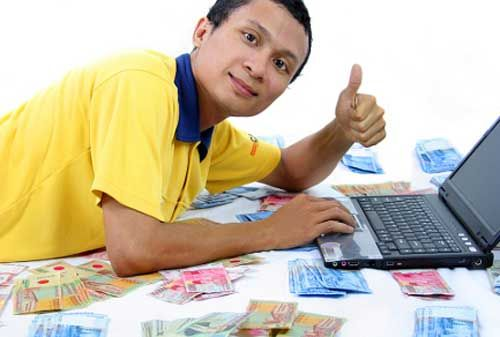 Bagaimanakah cara mengatur keuangan apabila gaji Anda sebesar UMR? Besar kecilnya gaji seringkali berpengaruh terhadap cara mengelola yang tepat sehingga Anda bisa terhindar dari kondisi defisit keuangan. Apalagi jika gaji Anda termasuk gaji UMR. Rencana keuangan merupakan penopang utama kondisi finansial yang kokoh. Gaji pas-pasan bukanlah penghalang seseorang untuk menjaga keuangan stabil.
