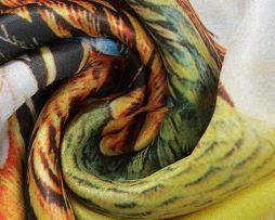 Elegantný dámsky hodvábny šál so vzorom farebného páva (4)