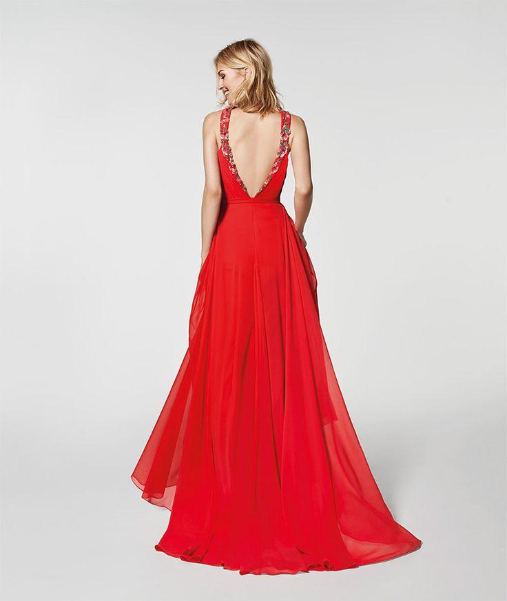 Photo de la robe rouge 62030 - GRAMA longue sans manches décolleté de type LICOU sur le devant (gaze et pierreries)