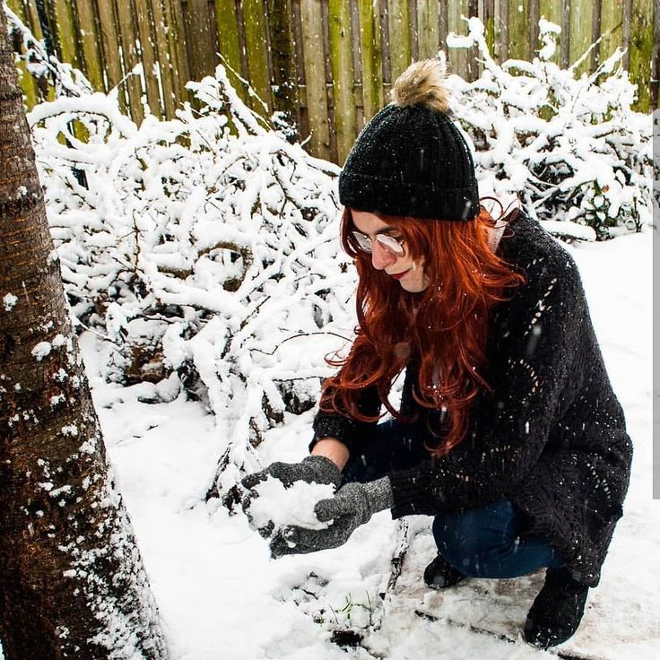 @inpudens playing in the snow wearing Gold - loving all these festive pics!  . . . . . #lushwigs #lushhair #naturalwig #auburnwig #auburnhair #snow #redhair #redwig #lushwigsgold #wigaddict #wig #wigs