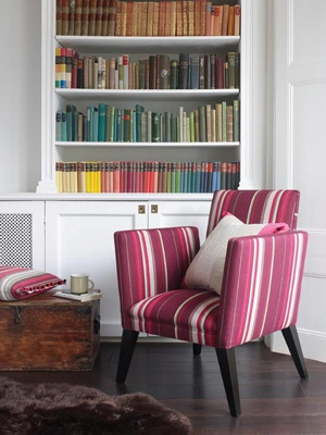 just a big wow!Chairs Fabrics, Colours Group, Colours Co Ordinal, Arrangements Book, Colors Mak, Bookshelf Vignettes, Chairs Upholstery, Awesome Chairs, Interiors Decor