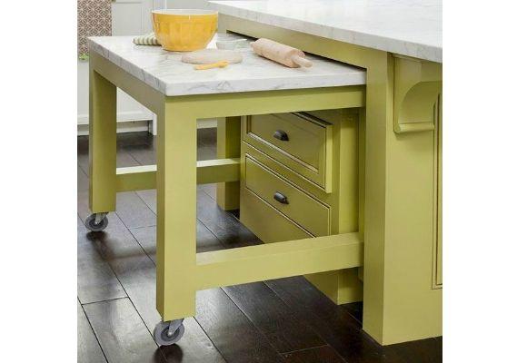 <p>Mesa de cozinha portátil, retrátil ou em balcão conjugado fica bem em áreas estreitas</p>