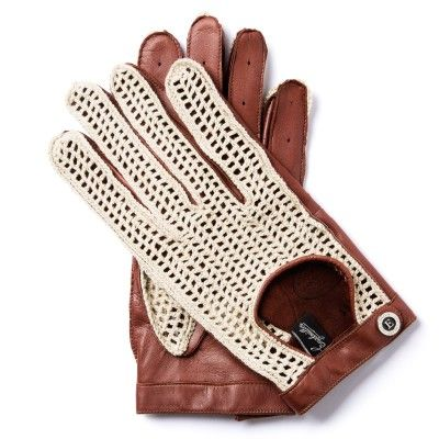 J.J.53 GENTLEMAN DRIVER COLLECTION  Famous Czech driver Jaroslav Juhan embarked on the demanding Carrera Panamericana race across South America in 1953. Similar gloves honouring his legacy were worn by Steve McQueen. Their characteristic features are hand-crocheted wool on the top and the use of custom-made pigskin for better grip on the steering wheel.  lambskin / hand-crocheted wool
