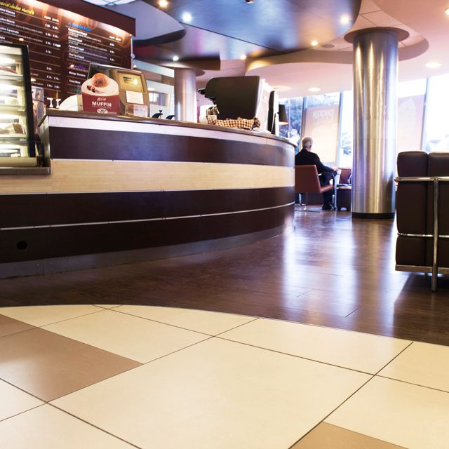 Projects PORCELANOSA Grupo: McDonalds Polanco, en Ciudad de México #Porcelanosa #Urbatek #projects #restaurant #interiordesign #innovation #throughbodystoneware #floortiles #walltiles @URBATEK ™ @McDonald's