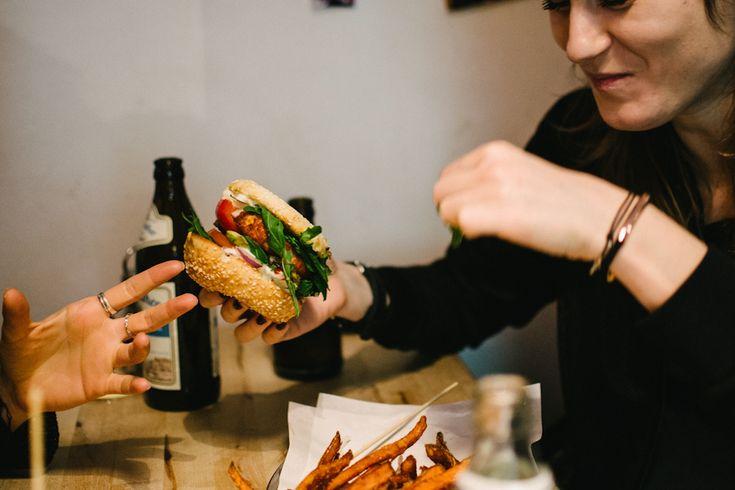 40 DAYS OF EATING #7 – Schiller Burger by Jule Müller