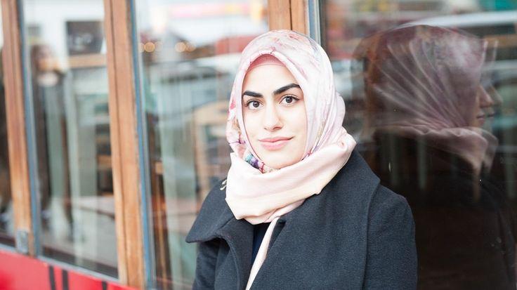 Als gläubige Muslimin muss Betül Ulusoy sich ständig rechtfertigen: für Kopftücher, für Moscheen, für ihren Glauben. Im Interview erzählt die Berliner Bloggerin von ihren Erfahrungen zwischen Vorurteilen und Selbstbestimmung.