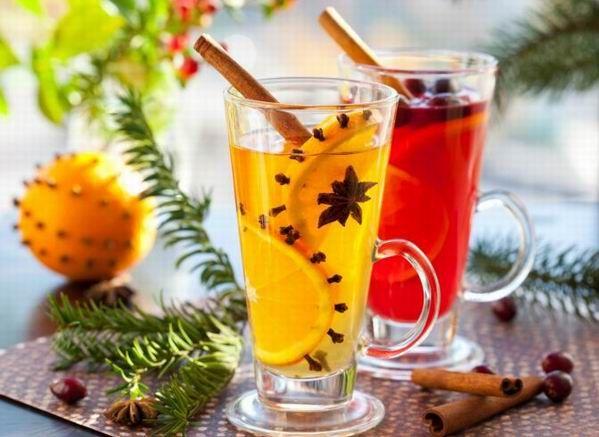 A téli, ünnepi italkínálat egyik kedvence a puncs. Az angol eredetű ital könnyen összeállítható, rengeteg változata létezik, s ezeket alkoholos vagy alkoholmentes kiadásban is elkészíthetjük.