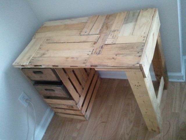 DIY desk from fruit crates and a pallet, made by a fellow pinner