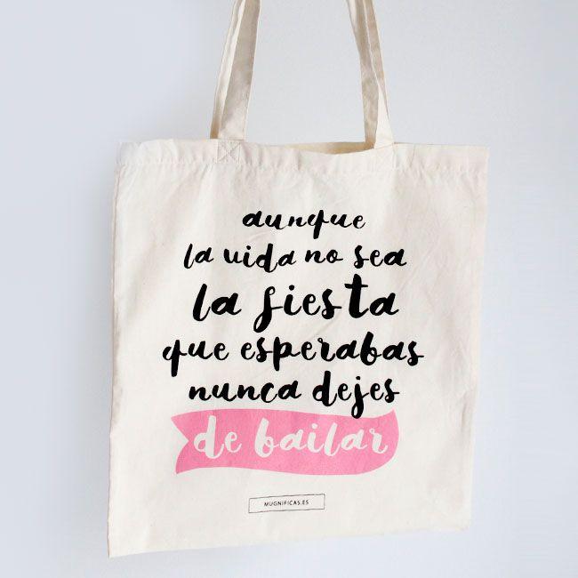 Bolsa de Tela Nunca dejes de bailar. Totebag con diseño y frase Mugníficas. www.mugnificas.es