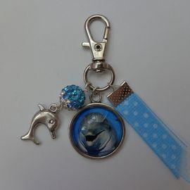 """Bijoux de sac/porte clés thème """"Dauphin"""" métal argenté cabochon verre 20mm."""