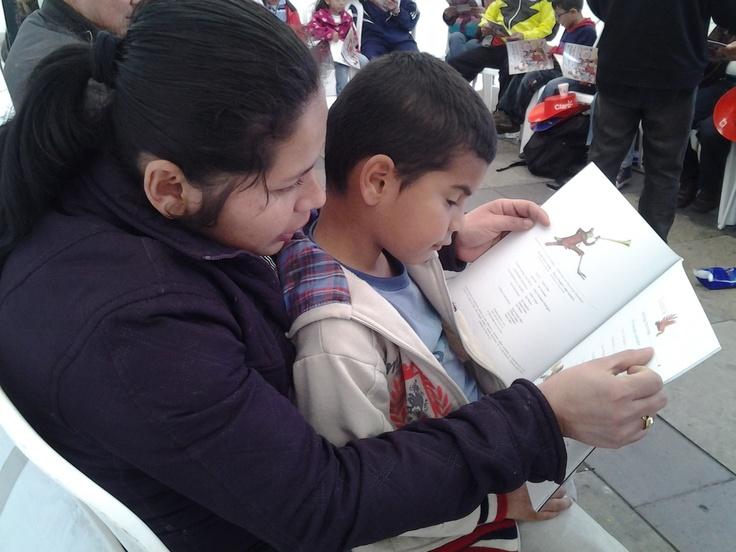 ¡Yo leo a Pombo con mi mamita!