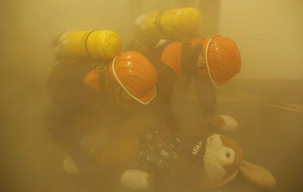 """Einsatz der Jugendretter Mehr als 110 Jungen und Mädchen gehören zur Freiwilligen Feuerwehr Bergisch Gladbach. Am Berufsfeuerwehrtag leistete die Jugendgruppe Paffrath/Hand eine """"24-Stunden-Schicht"""" – und übte einen spannenden Einsatz."""