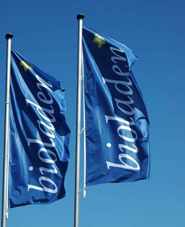 Ob Hissfahne für Ihren Betrieb, Werbefahne für Ihr Geschäft, Nationenflagge oder Vereinsfahne - bei MR Design erhalten Sie eine maßgeschneiderte Fahne, die Ihren individuellen Ansprüchen gerecht wird. Nach dem Fahnendruck erfolgt...