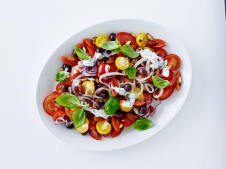 Tomatsalat med basilikumcreme - Sæson