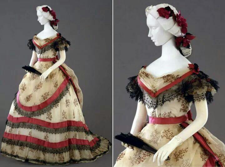 Vestido de baile italiano, 1869. Da coleção da Galleria del Costume di Palazzo Pitti.