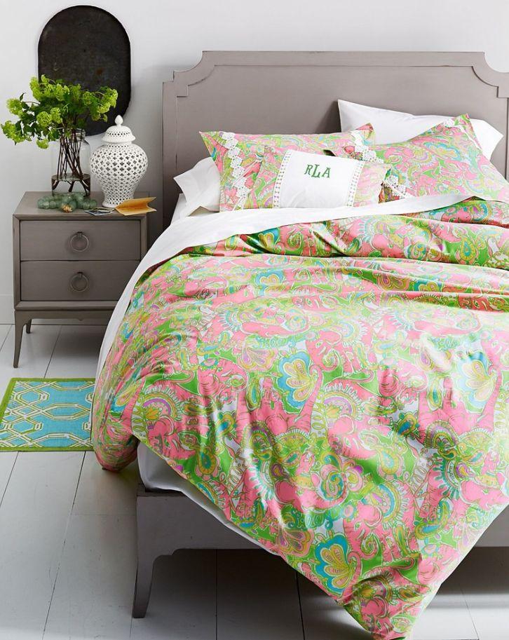 Bennett Bed and Nightstand @CoachBarn.com has midcentury flair #midcenturybedroom #bedroominspiration