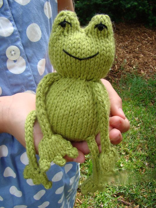 Ribbit !   Free pattern - the added twist is that inside of the body is a tennis ball!  This means that Ribbit bounces when tossed!  How fun is that?  The bounce is softened because of the knitted enclosure but this makes it even better for indoor play.