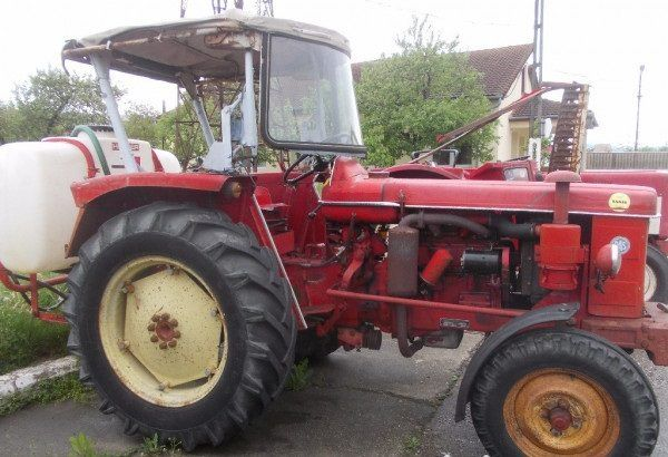 Tractor marca Renault R 7054