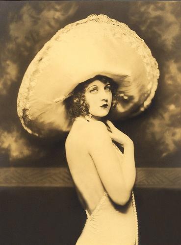 Vintage photo1920 S, Cheney Johnston, Alfred Cheney, Vintage Photos, Vintage Photography, Vintage Hats, Ziegfeld Folly, 1920S Hats, Ziegfeld Girls