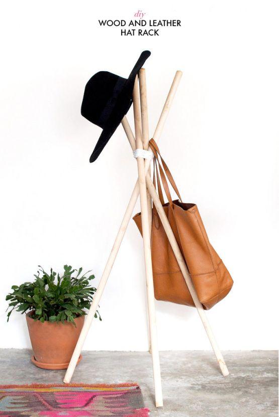 DIY   Perchero con palos de madera y cuero