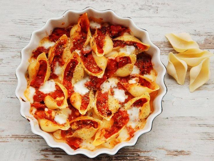 Muszle zapiekane z salami i mozzarellą