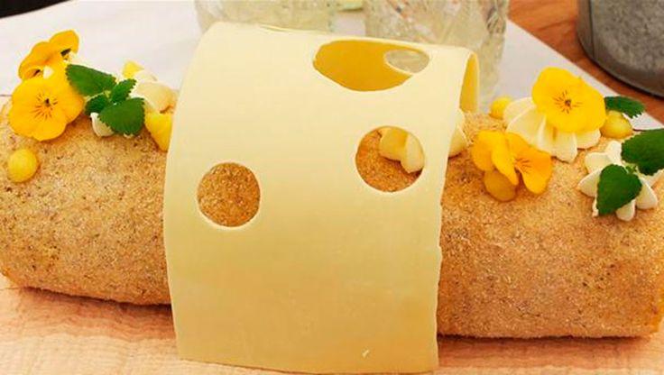 """Dagens udfordring i """"Den Store Bagedyst"""" var roulade og Line lavede en citronroulade med en snert af lakrids der både er smuk at se på og smager fantastisk. Få opskriften her"""