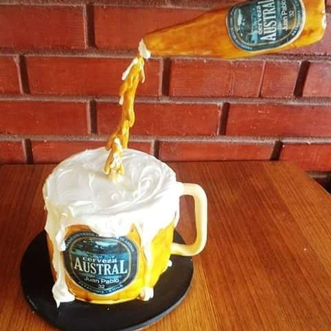 #Beer #Austral #fondant #cake by Volován Productos  #instacake #Chile #puq #VolovanProductos #Cakes #Cakestagram #SweetCake #magallanes
