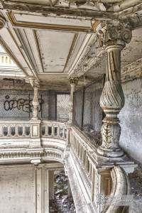 Columns of the second floor TTHDR Castle Bonnelles