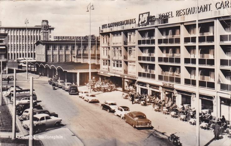 Met een goed gevuld terras van hotel restaurant carnegie menig oldtimer liefhebber zou er wat - Overdekt terras voor restaurant ...
