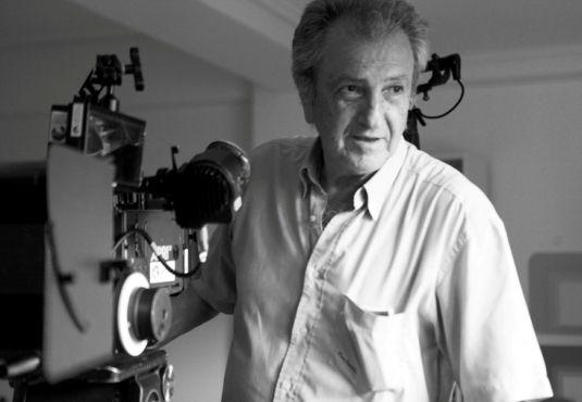 Η Πέρσα Κουμούτση συναντήσε τον #Βασίλη_Βαφέα μετά την προβολή της ταινίας του «Ρισάλτο» και είχε την ευγενική καλοσύνη να μας μιλήσει για την ταινία του, το ιδεολογικό της υπόβαθρο, τους συντελεστές, για τις παλιότερες ταινίες του, αλλά και για τον σύγχρονο ελληνικό κινηματογράφο, γενικότερα. ---------------------------------------------------- #movie #interview #film #cinema Ρισάλτο / Risalto / Onslaught http://fractalart.gr/vasilis-vafeas/