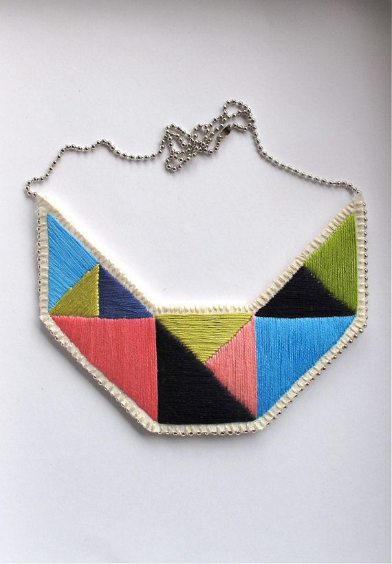 Ricamato a mano collana di istruzione bavaglino in blues verde lime e rosa disegno geometrico ricamato a mano