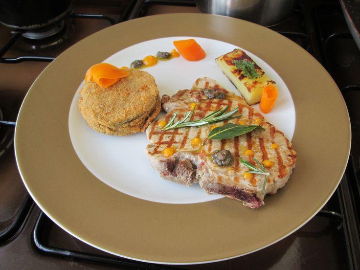 JHS / Côtelette de porc aux olives , aubergines farcies et frites gâteau de pommes de terre Gino D'Aquino