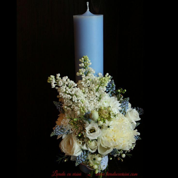 Baptism floral candle  #baby #babyboy #christening #floral #design #paulamoldovan #livadacuvisini #happy #day #spring #flowers #muscari #ranunculus #syringa #liliac #bujori #lumanare #botez #lumanarebotez