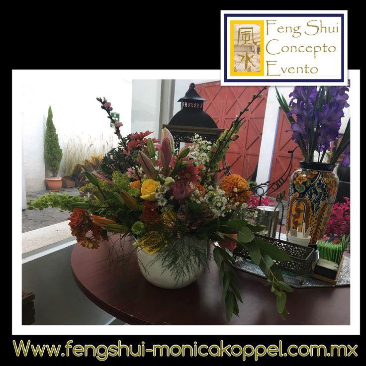 concepto evento de GCFSMex: armonizando con flores!!! Trabajamos con diseño floral holistico enfocado en promover ambientes que generen emociones! Armonía y balance, sana y equilibra el ambiente de casa, atmósferas de paz, éxito, abundancia, amor!!. Cinco elementos: fuego, tierra, metal, agua, madera...360 grados. #cursos #programasdeestudio #diseñofloralholistico #pedidos #eventos ☎️52560199 cdMx www.fengshui-monicakoppel.com.mx