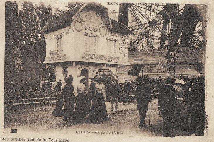 le petit pavillon de La Tour Eiffel du Paris d'antan