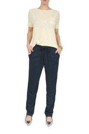 Calça soltinha Nancy Lisa   Calça soltinha, estilo pijama, em tecido de poliamida com elastano, com ótimo caimento. Cós com elástico nas costas, e cordinha para amarrar na frente. Bolsos na frente e costas.