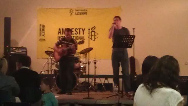 Seconde partie du concert pour les droits humains organisés par l'Antenne Jeune d'Amnesty International à Antibes le 5 mai 2012 : ils sont venus in-extremis en remplacement et ils ont assuré !: The Right