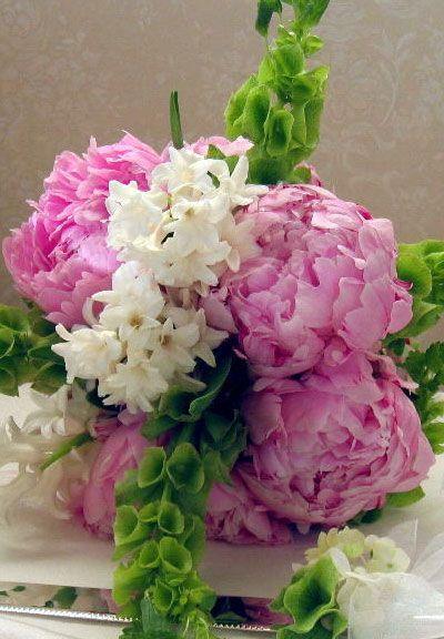 Google Image Result for http://www.bride.ca/wedding-ideas/images/Blog/Flowers/WeddingSeason/Spring/hyacinth-peony-bouquet.jpg