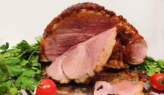 Рождественский окорок,Christmas Ham: солим в рассоле со специями, запекаем с глазурью. Нитритная соль.